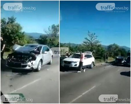 Пореден инцидент на Околовръстното на Пловдив! Три коли се помляха