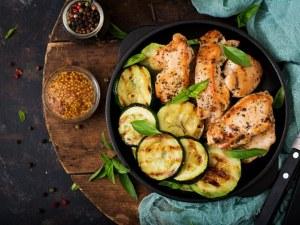 Рецепта на деня: Пиле с тиквички и джинджифил