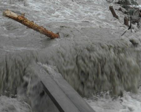 Наводнение наложи евакуация на жители в Котел