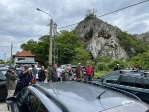 След смъртта на рибар: Негови колеги на протест на пътя Кричим-Девин, не им дават да го блокират