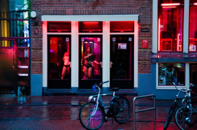 Публичните домове в Нидерландия отново отварят врати