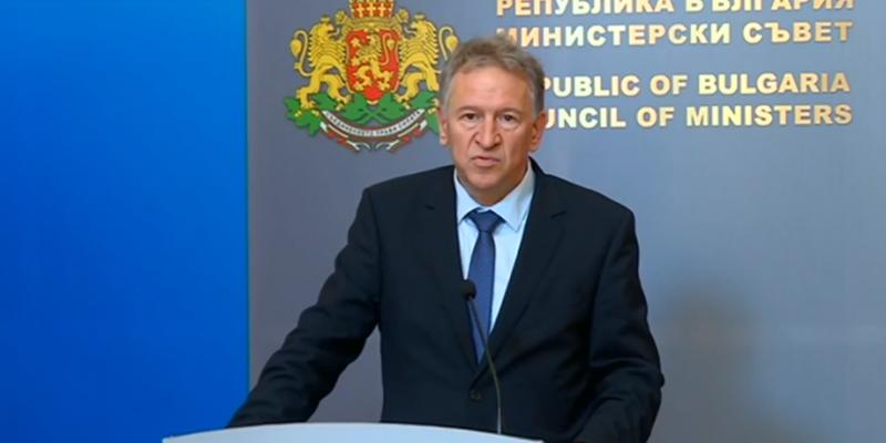 Здравният министър: Въвеждаме нов ваксинационен график, за да спасим рисковите групи