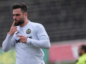 Звезда на Славия може да играе за националния отбор на Австралия