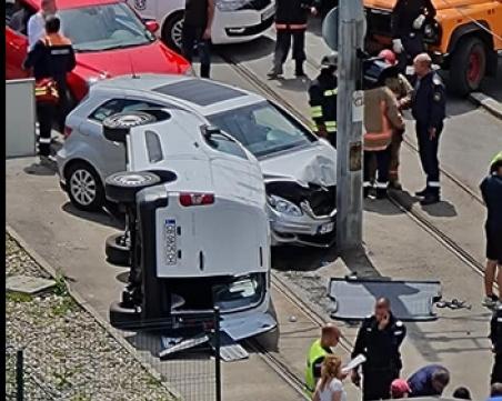 Версия за катастрофата: Рашидов минал на червено, опитал се да избегне удара