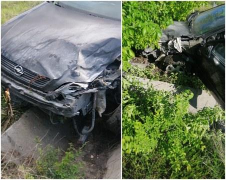 Шофьор се заби в канавка в Пловдив, за да избегне челен удар! Виновникът – дори не намалил