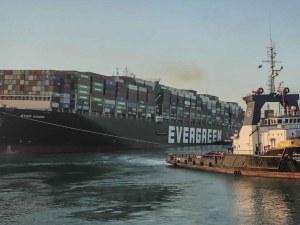 Два месеца след кризата: Евър Гивън остава закотвен в Суецкия канал
