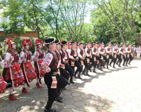 Танцьори и хореографи се събраха в Пловдив за откриването на паметника на проф. Кирил Дженев