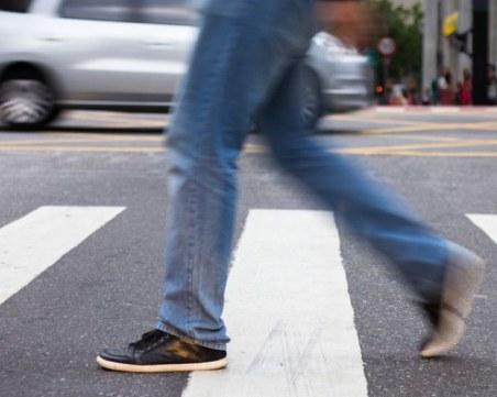 Пешеходец бе настанен в болница след инцидент в Столипиново