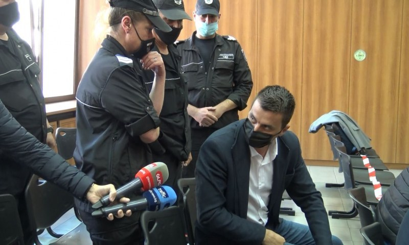 Заразно! И Самуил Хаджиев влезе в болница с бъбречна криза