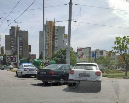 Две коли се удариха на възлов булевард в Тракия
