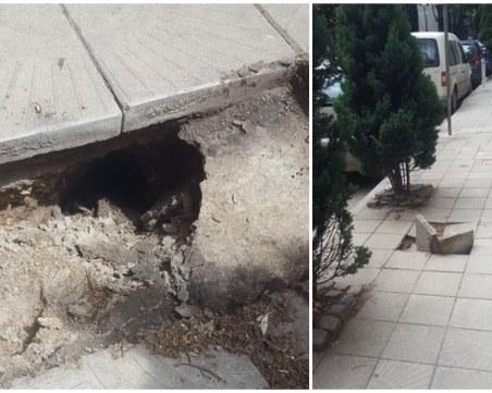Пропаднаха плочките на централен тротоар, инспектират периметъра