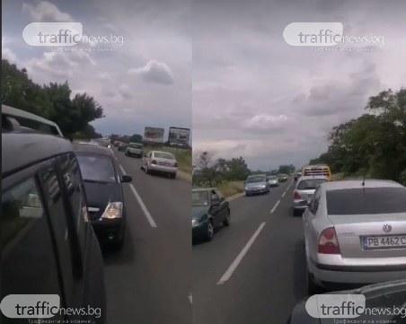 Огромна тапа на пътя Пловдив - Карлово, катастрофа и състезание парализираха движението