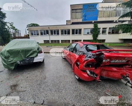 Напълно потрошени са колите от мелето снощи в Пловдив