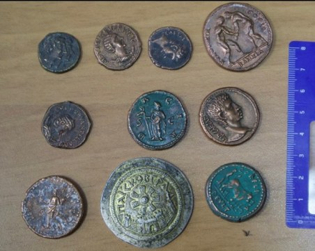 Монети от Древен Рим и Елада са открити в кабинета на полицейския началник Папалезов