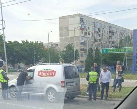 Акция на Криминална полиция за наркотици в Пловдив! Тарашат кола на възлово кръстовище