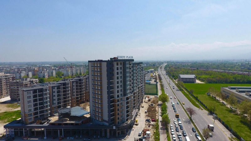 Търговски зони с потенциал от 2 000 ежедневни клиенти предлага атрактивен комплекс в Пловдив