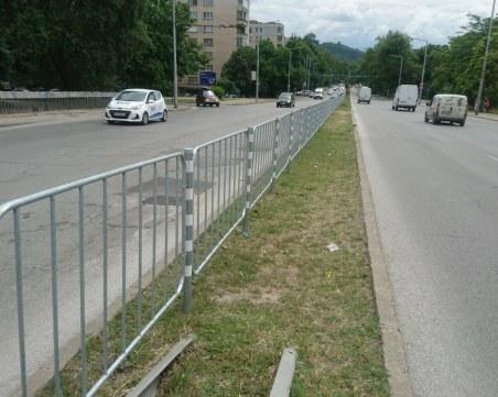 Монтираха нови оградни пана по булеварди в Пловдив