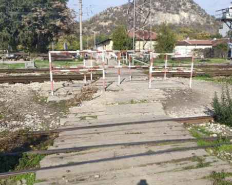 Релса се стовари върху крака на работник край Пловдив, прокуратурата разследва инцидента