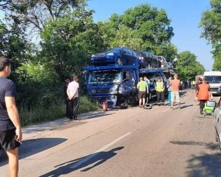 Тежка катастрофа с автовоз и кола стана във Видинско