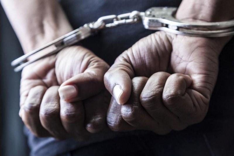Арестуваха мъж, изнудвал магазинер в Доспат заради развалена лютеница