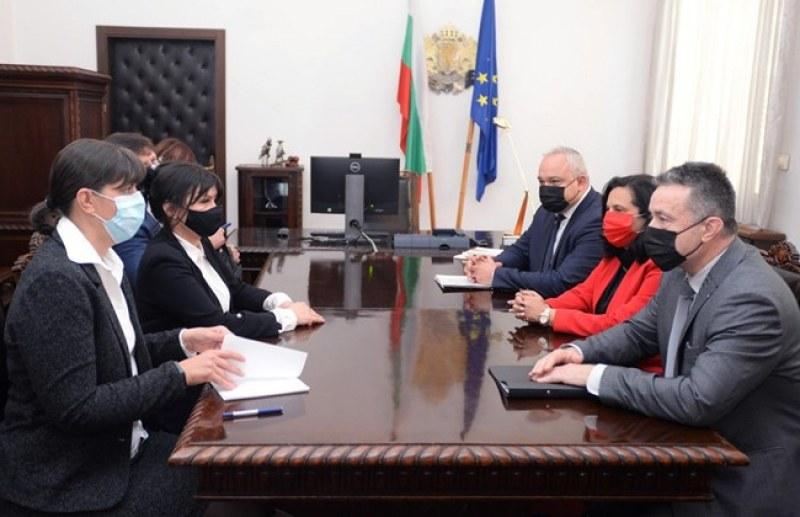 Лаура Кьовеши се срещна с правосъдния министър