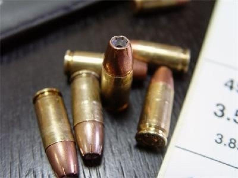Намериха голямо количество взривни вещества и наркотици в дома на 26-годишен