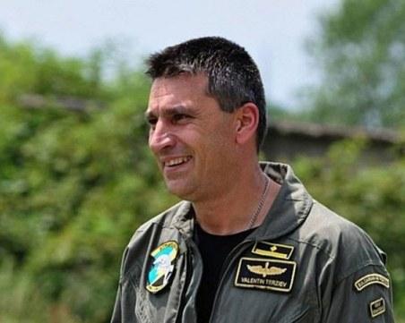 Командирът на авиобаза