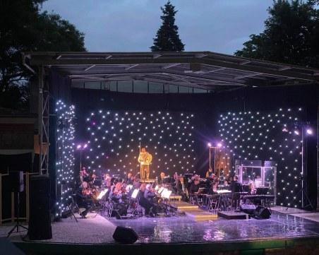 Летният театър пее под дъжда най-емблематичните парчета от мюзикъли