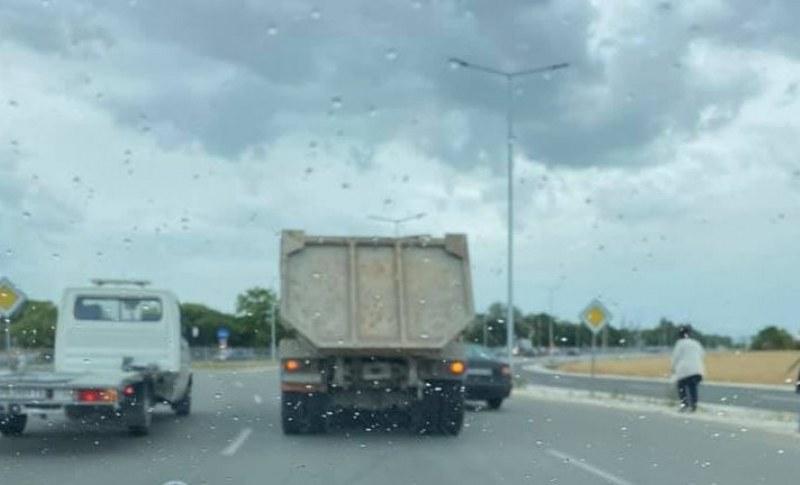 Камион и кола се удариха на Асеновградско шосе