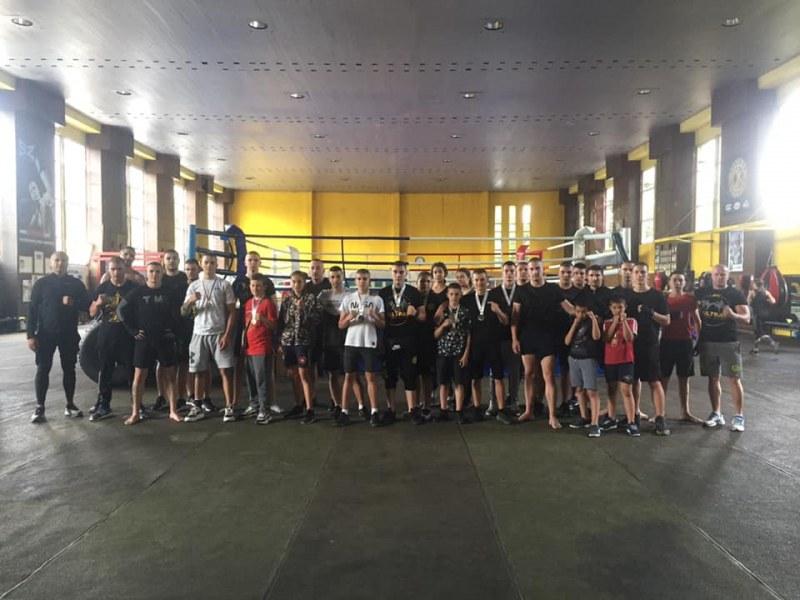 Пловдивски клуб с 11 медала на международен турнир по кикбокс в Козлодуй