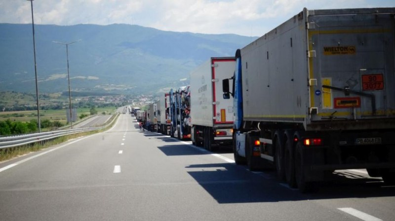 Пускат празните камиони през
