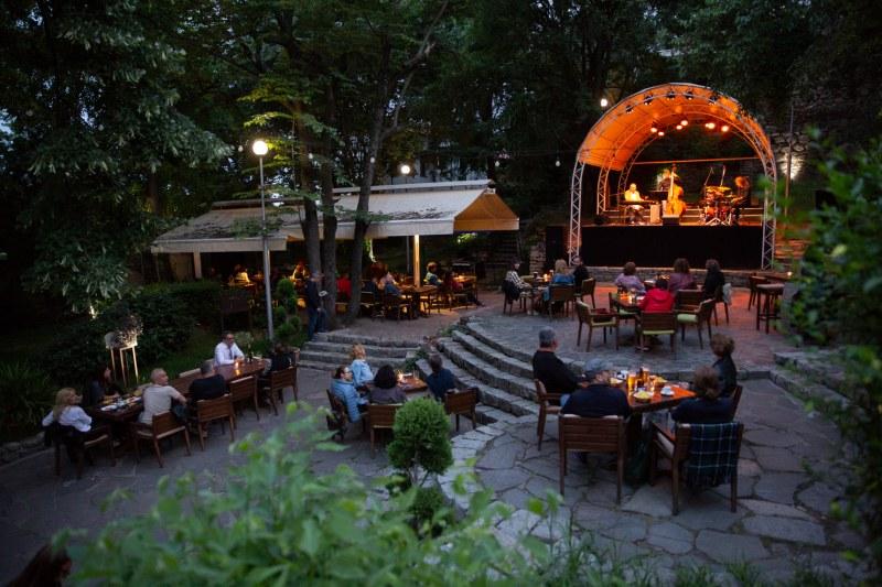 Собственици на пловдивски клуб с нестандартна идея: отстъпка срещу посещение на културно събитие