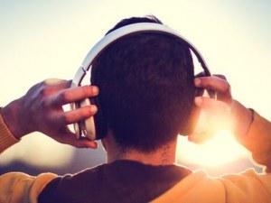 Как слушалките вредят на слуха ни