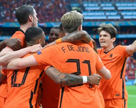 Нидерландия стана третия тим, който се класира за елиминациите