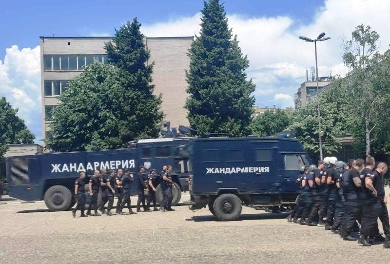 Бъдещи жандармеристи показаха как се охраняват масови мероприятия