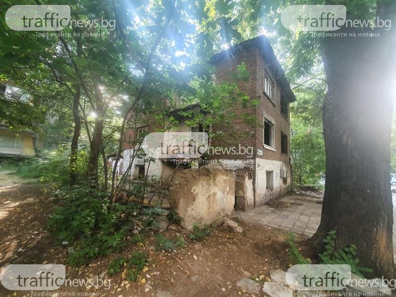 Къща на ужасите в Кършияка! Миризми, скандали и бездомници тормозят стотици пловдивчани