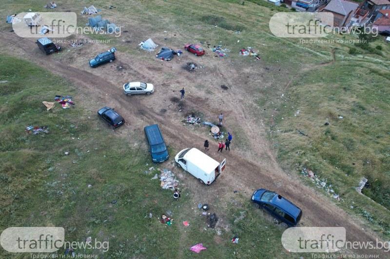 Катун се настани на метри от градски къщи! В боклуци и мизерия тъне хълм в Асеновград