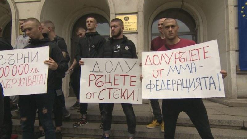 ММА боеца Стъки влезе в Министерството на спорта, говори с министъра