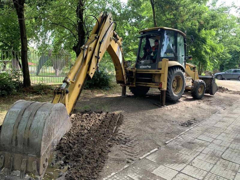 Спират нарушители да паркират пред детска градина в Пловдив със зелена бариера