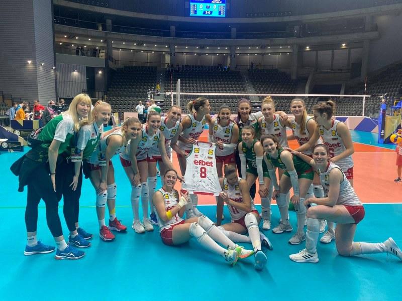 Волейболните националки подариха фланелка на Христо Стоичков