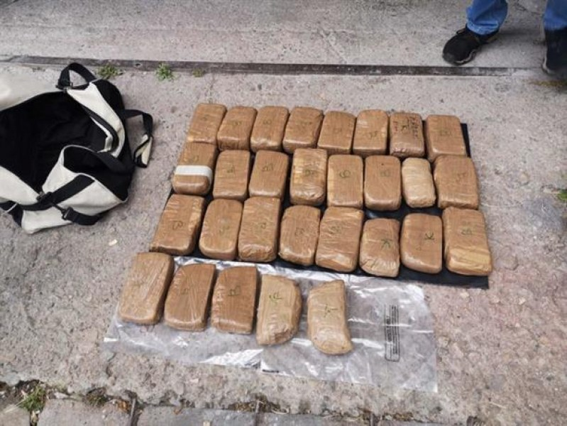 Закопчаха трима мъже, спипани с 30 пакета хероин
