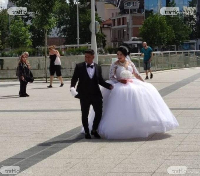 Приказна булка събра погледите в центъра на Пловдив