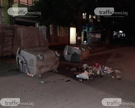 Вандалщина в Смирненски: контейнери и боклуци преградиха улица