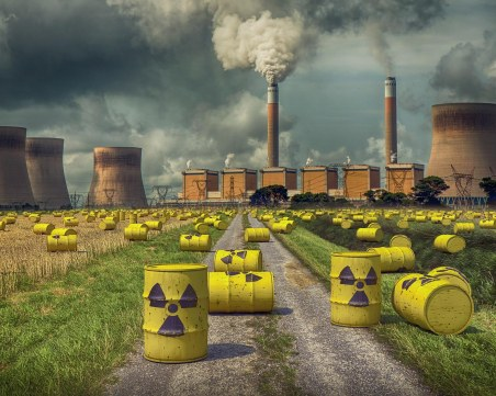 Затвориха по спешност атомната централа в Иран