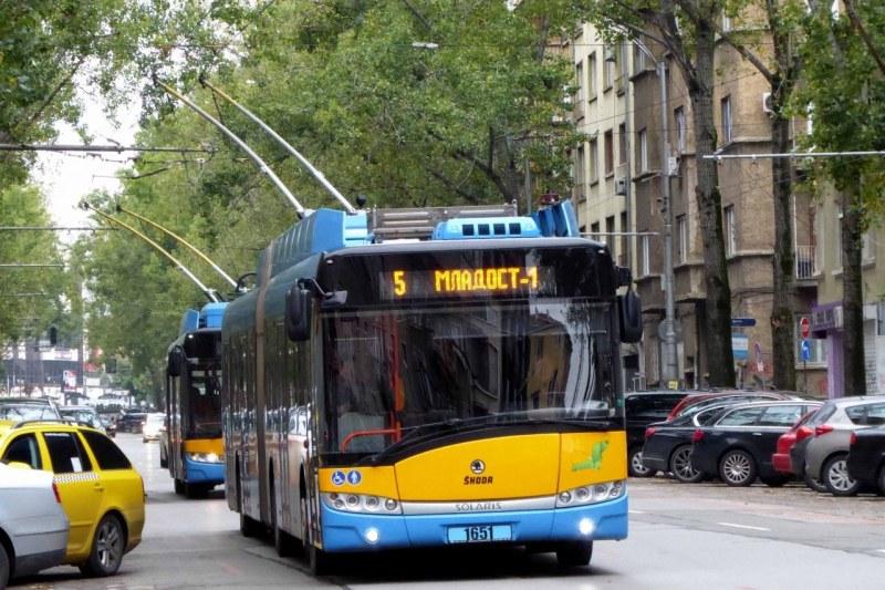 Мъж е бил намушкан в тролей в София