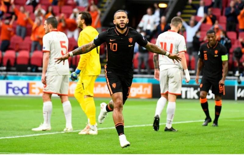 Нидерландия завърши ударно групата