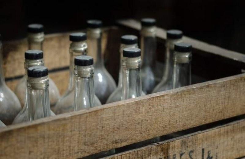 Разбиха депо за алкохол менте край Пазарджик, иззети са над 13 хиляди бутилки