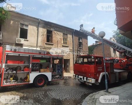 Къща пламна в Аджисан махала, две пожарни се борят с огъня