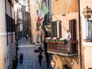 Отпадат маските на открито в Италия