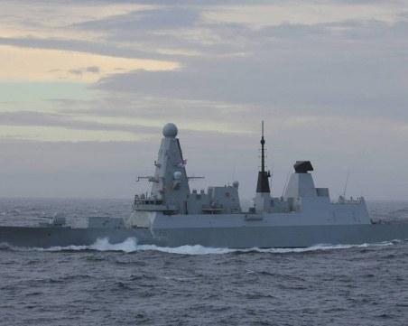 Руски кораби с предупредителен огън срещу британски разрушител в Черно море